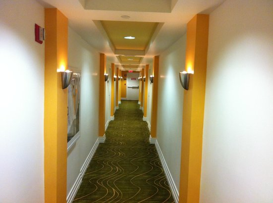 Hilton Grand Vacations at McAlpin-Ocean Plaza: 4th floor hallway
