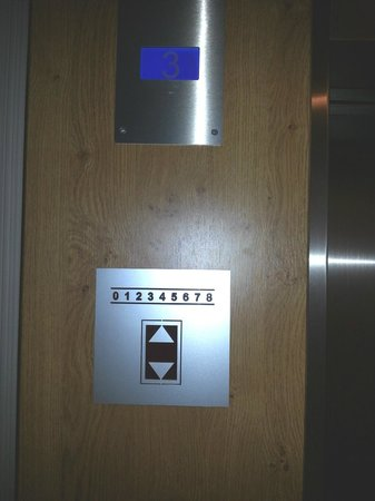 Novotel Eindhoven: Only three floors....don't listen to the faceplate!