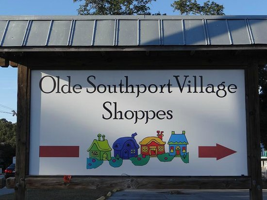 Olde Southport Village Shoppes: sign on street
