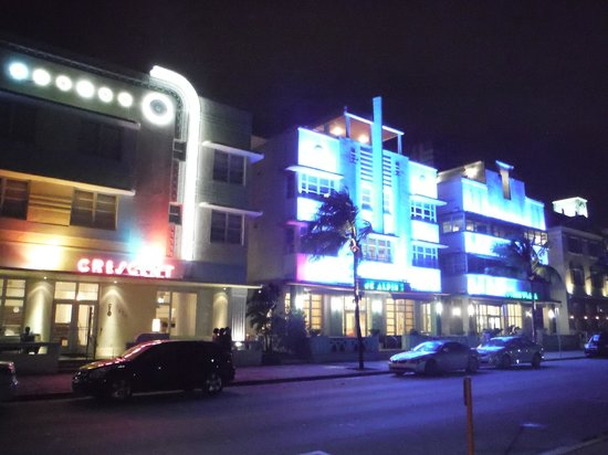 Hilton Grand Vacations at McAlpin-Ocean Plaza: Night view of hotel