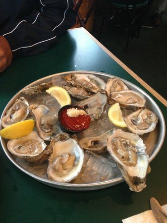 Billy's Chowder House: And order raw oysters