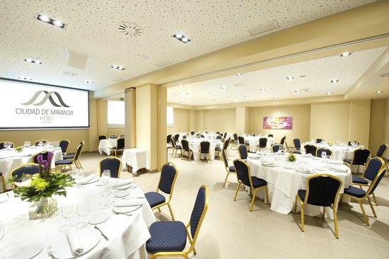 Hotel Sercotel Ciudad de Miranda: Salón de banquetes