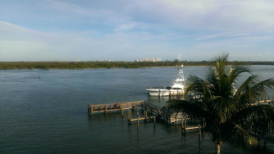 Hutchinson Island Plaza Hotel and Suites : View Overlooking Indian River