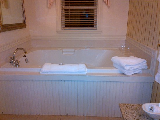 The Inn at Thorn Hill & Spa: Our Jacuzzi