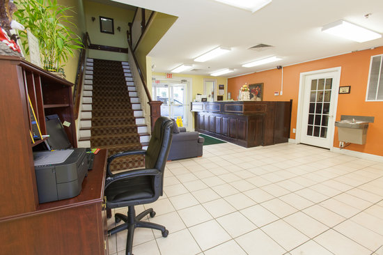 Douglas Inn & Suites: Lobby