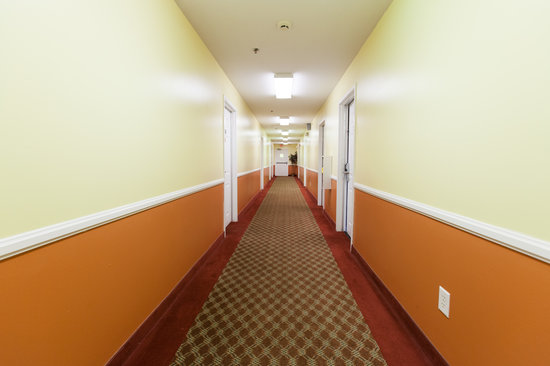 Douglas Inn & Suites: Inside corridor upstairs