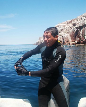 Todos Santos Eco Adventures - Day Tours: Sergio talking to us about the sea lions in the Sea of Cortez