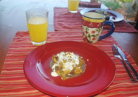 Todos Santos Eco Adventures - Day Tours: A cook came in to fix breakfasts for us ... a true luxury.