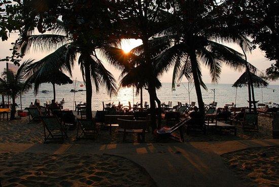 Nhat Lan: diner les pieds dans l'eau