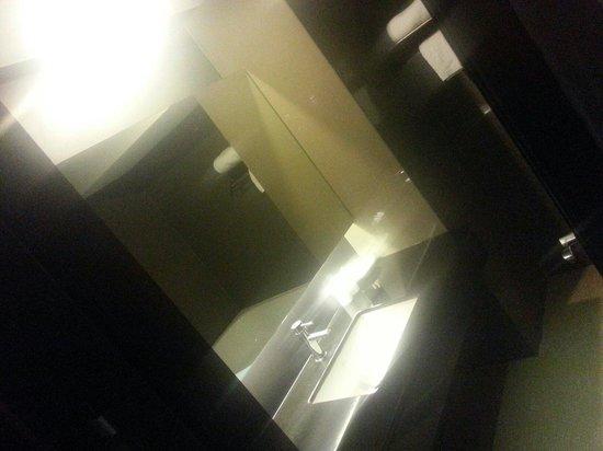 Bangkok City Hotel : toilet