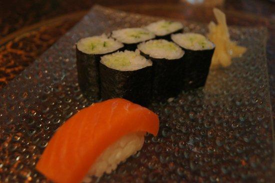 Yoshitsune Restaurant: Cucumber roll and salmon nigiri.