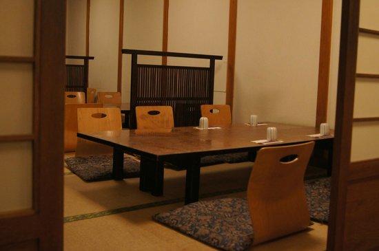 Yoshitsune Restaurant: Traditional eating area.