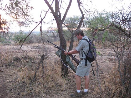 Tarangire Safari Lodge: Preparing for the game walk