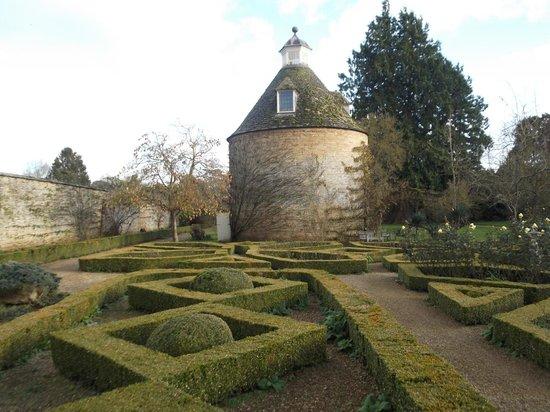 Rousham House & Garden: Pigeon House Garden