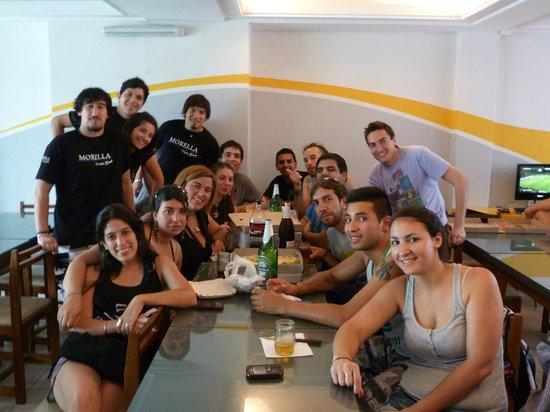 Che Lagarto Hostel Mar del Plata: almorzando al llegar