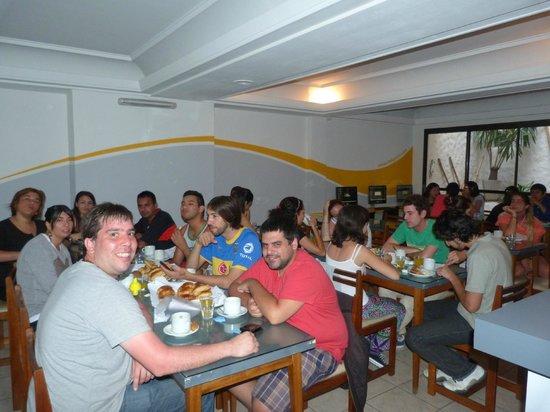 Che Lagarto Hostel Mar del Plata: desayunando