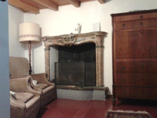Casa Mario Lupo: fireplace