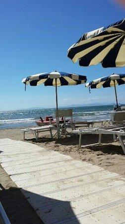 Hotel Ausonia: spiaggia privata.