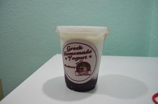 Cynthia Fresh! Restaurant and Organic Market : Postre de yogurth estilo griego con frutas y sin azúcar añadida