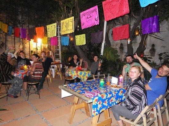 Hostal B&B Dos Fridas y Diego : Salle à manger dans la cour intérieure