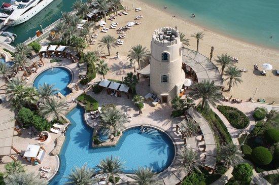 Four Seasons Hotel Doha: Poollandschaft vom Zimmer aus