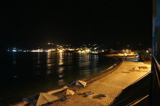 Hotel Likoka: Вид из номера ночью