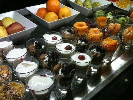 Tryp Madrid Alameda Aeropuerto Hotel: Завтрак