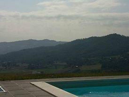 Country House Villalugnano: vista dal bordo piscina