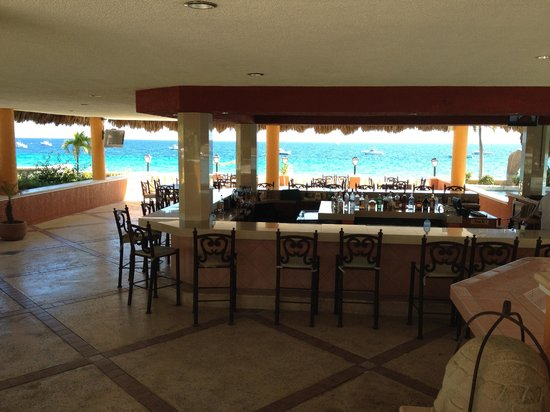 Foto de hotel palmas de cortez los barriles beachside poolside bar