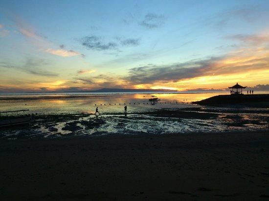 Bali Tropic Resort and Spa: Пляж во время отлива