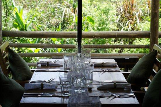 Al Forno: Excelente la mesa, la cristalería y sobre todo, la vista al jardín!