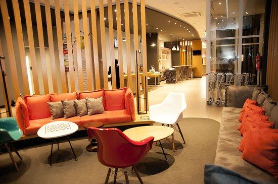 Hotel Ibis Colatina : Recepção linda e confortável.