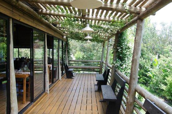 Al Forno: El deck y el jardín son impresionantes. Vale la pena pasar un rato allí.