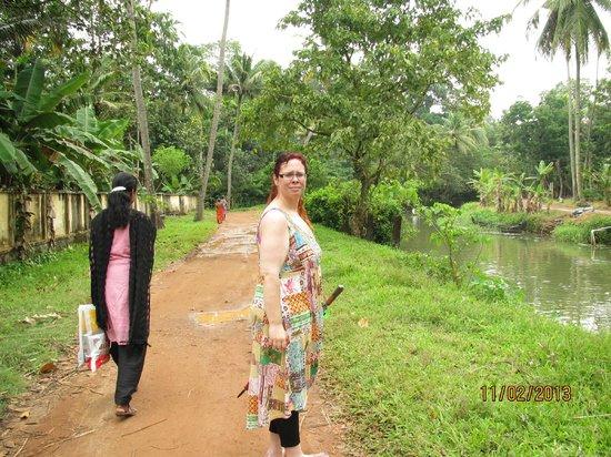 GK's Riverview Homestay: morning walks