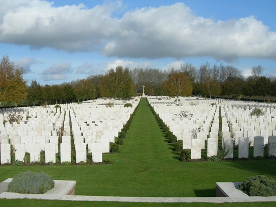 Hooge Crater museum : Hooge Crater Cemetery, from the bottom