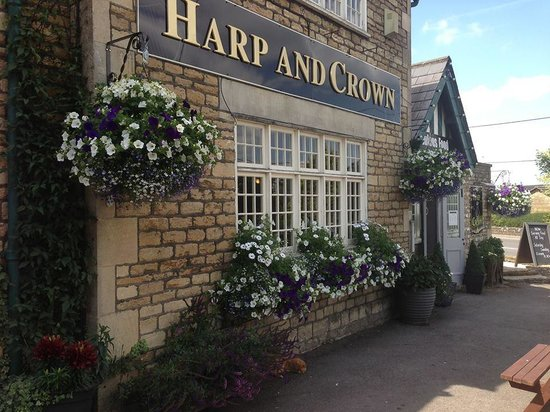 Harp & Crown: Front View