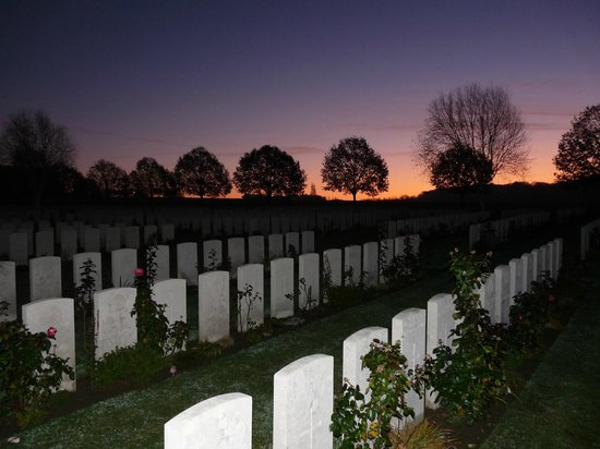 Hooge Crater museum : Hooge Crater Cemetery at sunrise