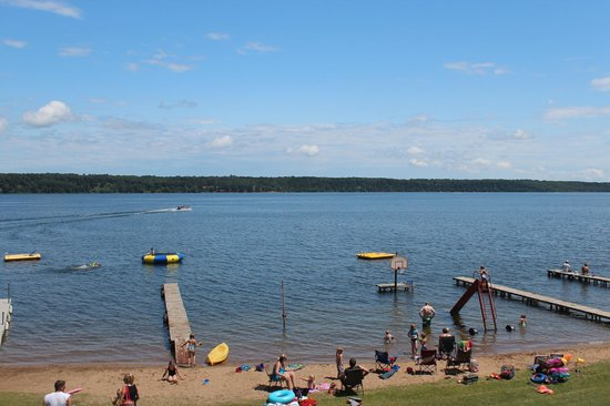 Auger's Pine View Resort: Beautiful Swimming Beach!