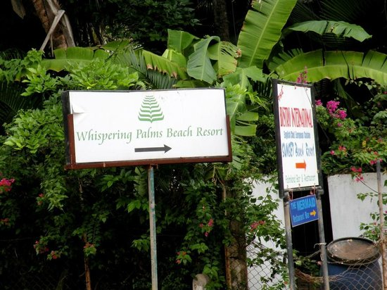 Whispering Palms Beach Resort : Signboard on the main road