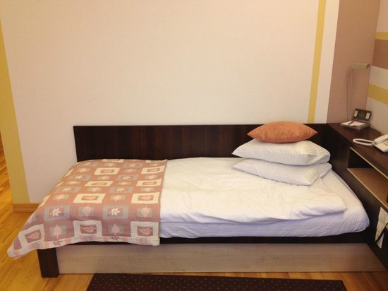 Dikul Centrum Hotel: bed