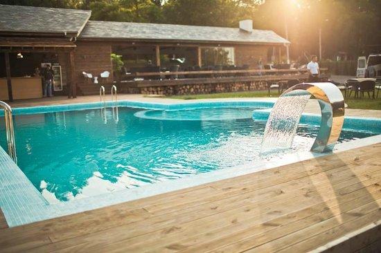 Vadul lui Voda, Mołdawia: Pool is great in summer