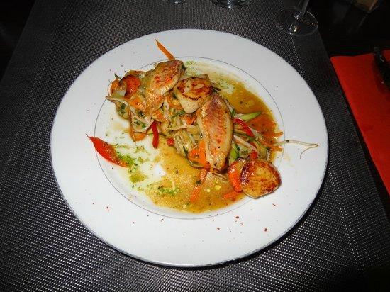 Chez David : noix de St Jacques et filets de Rouget avec légumes sautés au Wok