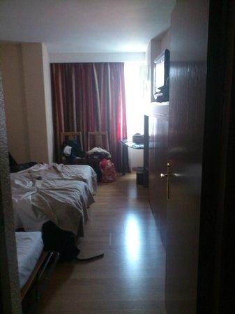 Hotel Albret: Entrada de la habitación