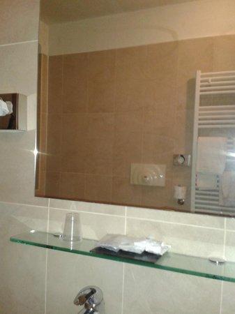 Fiera Milano Hotel : specchio del bagno