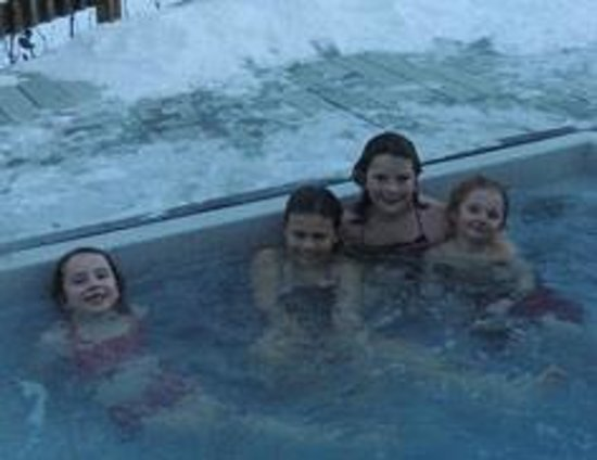 The Bridges Family Resort & Tennis Club: Hot Tub on a Cold Day!