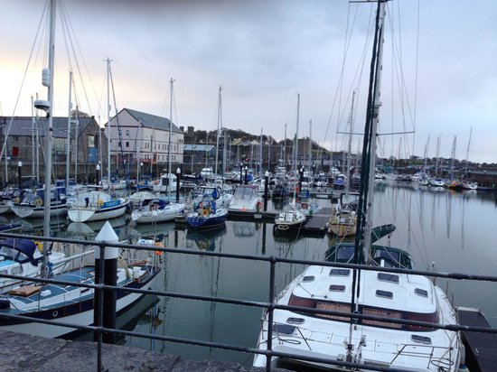 Premier Inn Caernarfon Hotel: Harbour from table table