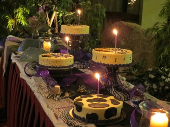 The Boxboro Regency: Party space - cake table