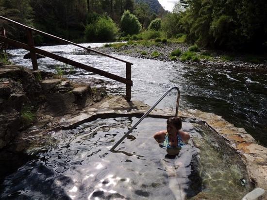 Peumayen Lodge & Termas: terma junto al rio