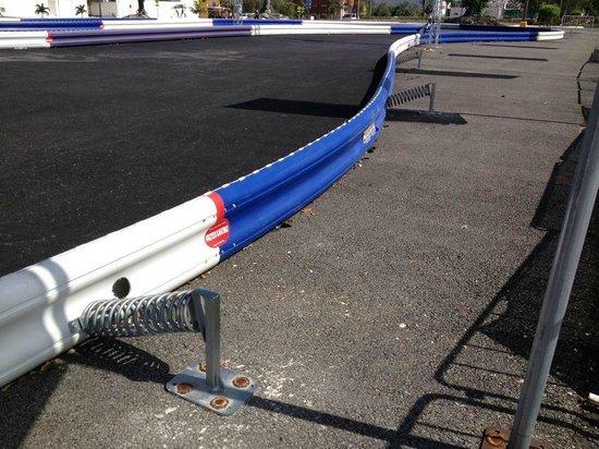 Racing Dakart Riviera Maya: Nosotros utilizamos el sistema protex que utiliza resortes que te mantienen adentro de la pista