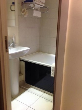 Grand Plaza Serviced Apartments : bathroom from the bed